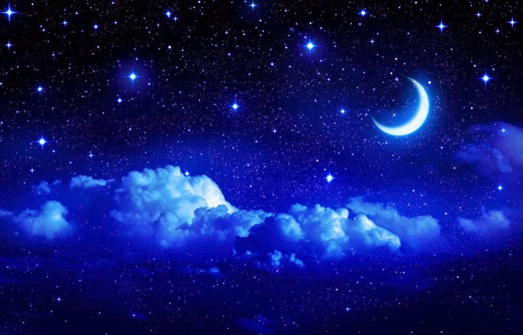 beautiful-moon-with-stars-clouds-in-sky-night-image-blue-theme-bg-1280x819